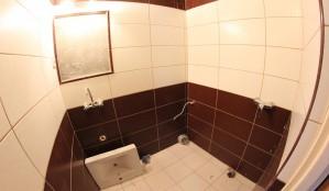 łazienka w pokoju nr 4 w trakcie prac remontowych
